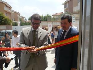 El alcalde y el gerente del hospital durante la inauguración. tc.c